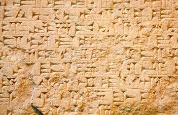 Fókuszban az ókori megtévesztések, hamisítások és hazugságok.