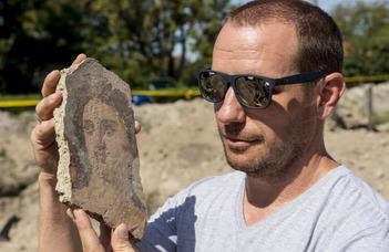 Épen maradt római kori pince került elő Komáromban