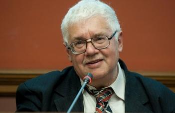 Dr. Kubassek János, a Magyar Földrajzi Múzeum igazgatója tart előadást az ELTE Nyugdíjasklubban.