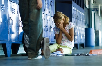 Pszichológusok tanácskozása a cyber bullying megelőzéséről.