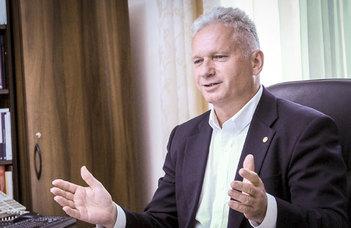 Borhy László átvette rektori kinevezését