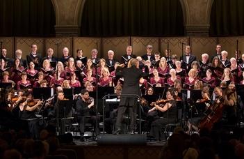 Az ELTE Művészeti Együttesének koncertje.