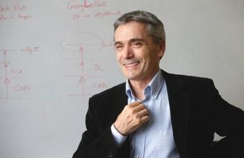 Lőrincz András vezető kutató előadása a Reinforce konferencián.