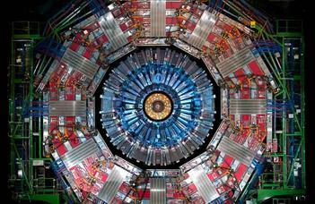 Kísérleti bemutatók, előadások és beszélgetés a nagyenergiás fizikáról.