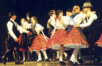 Az ELTE SEK néptáncegyüttesének ünnepi  műsora.