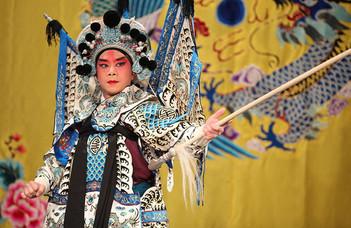 A Pekingi Opera Társulat előadása.