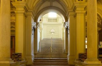 Megújul az Egyetemi Könyvtár aulája