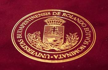 Habilitációs okleveleket nyújtott át az ELTE rektora