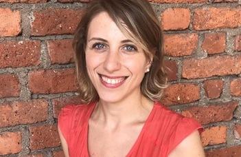 Antonia Baraggia, a Milánói Egyetem adjunktusa tart előadást.