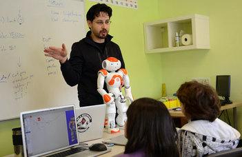 Digitális asztalokkal és egy robottal bővült az ELTE