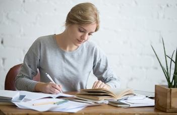 Támogatás kéziratok idegen nyelvi lektorálására