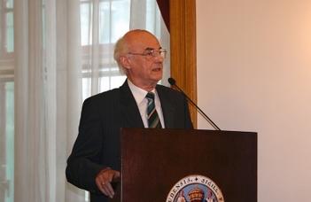 """Kiss Jenő, a BTK professor emeritusa a """"Magyar Tudomány Ünnepe"""" egyik díszelőadója."""