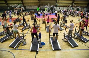 Estébe nyúló sportprogram több mint 30 mozgásformával.