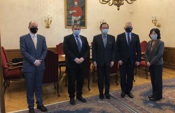 Az ELTE-re látogatott Japán nagykövete