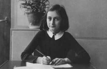 Tárlatvezetések az Anne Frank vándorkiállításon