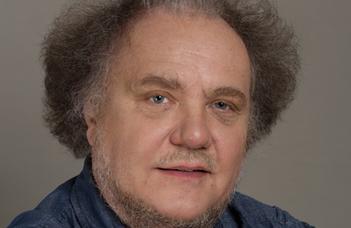 """Dávid Gyula előadása """"Az atomoktól a csillagokig"""" és az """"Alkímia ma"""" sorozat közös eseményén."""