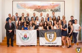 Először versenyeznek magyar cheerleaderek Ázsiában (Origo.hu)