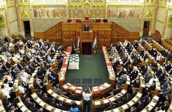 Előadások az Országgyűlés új ciklusának várható szervezeti változásairól.