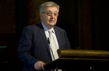 Lovász László átvette az Abel-díjat