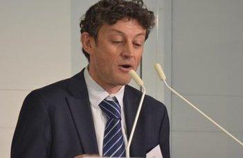 Alex Mills angol jogászprofesszor előadása.