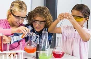 A Természettudományi Kar nyári tábora általános iskolásoknak. Jelentkezés július 1-ig.
