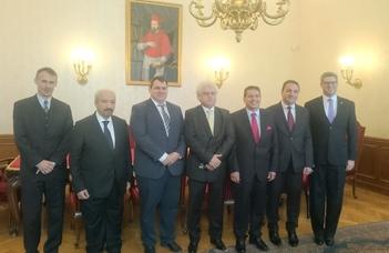 Iraki delegáció az ELTE-n