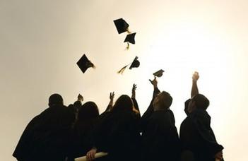 Nyelvvizsga nélkül is átvehetők a diplomák