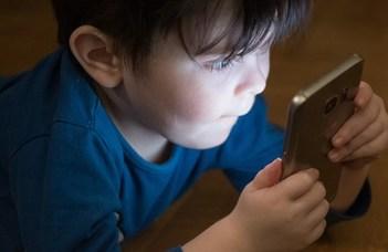 ELTE-sek szokatlan jelenséget tapasztaltak a mobilozó gyerekeknél (HVG.hu)