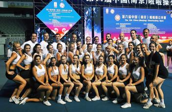 Ezüstérmes cheerleaderek