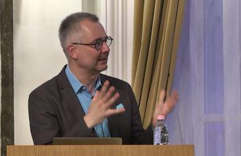 Barabási Albert László hálózatkutató mutatja be és dedikálja új könyvét.